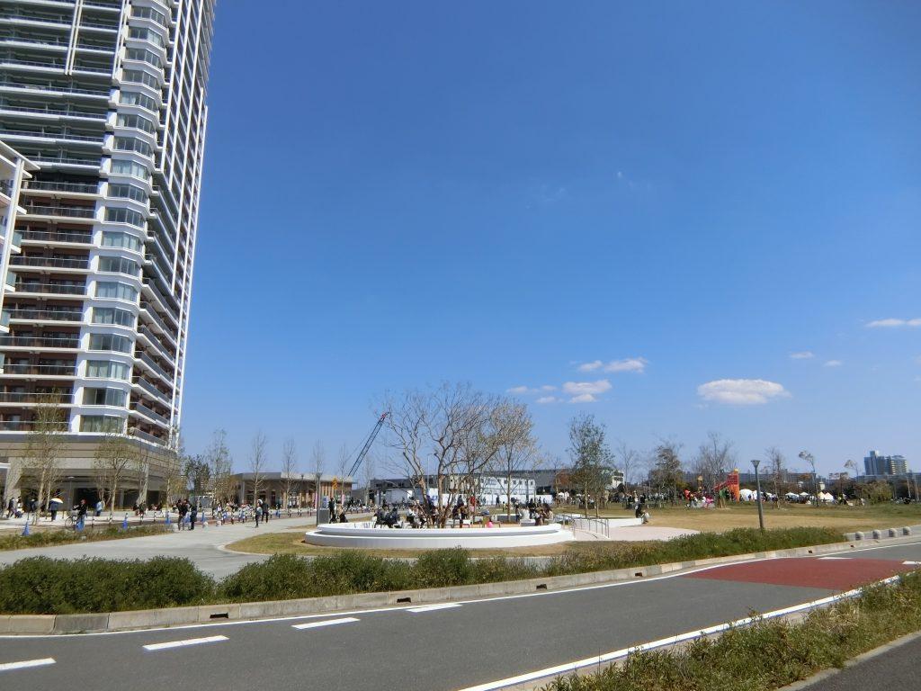 千葉市に寄贈されたツリーデッキと公園