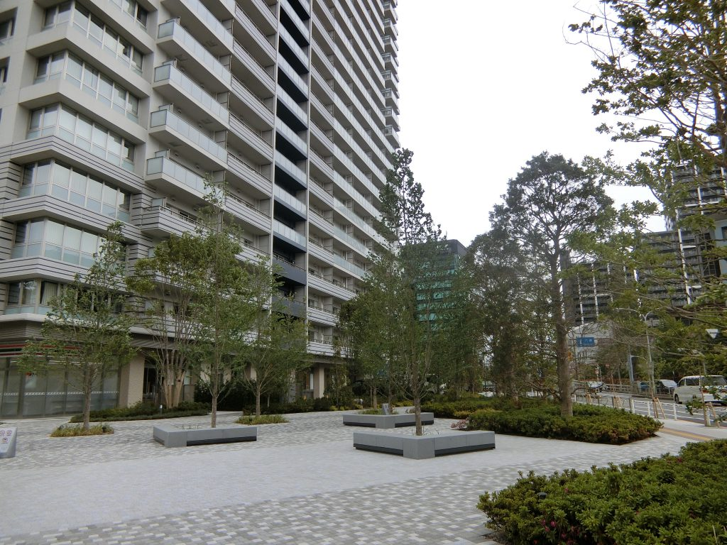 「プライムパークス品川シーサイドザ・タワー 」前の公開空地