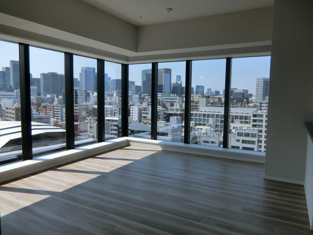 「シティタワー銀座東」の住戸内から東京・日本橋方面を望む