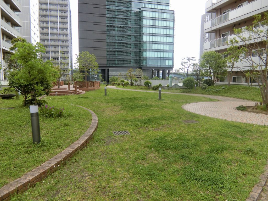 「プライムパークス品川シーサイドザ・タワー」に向かう途中にある広場