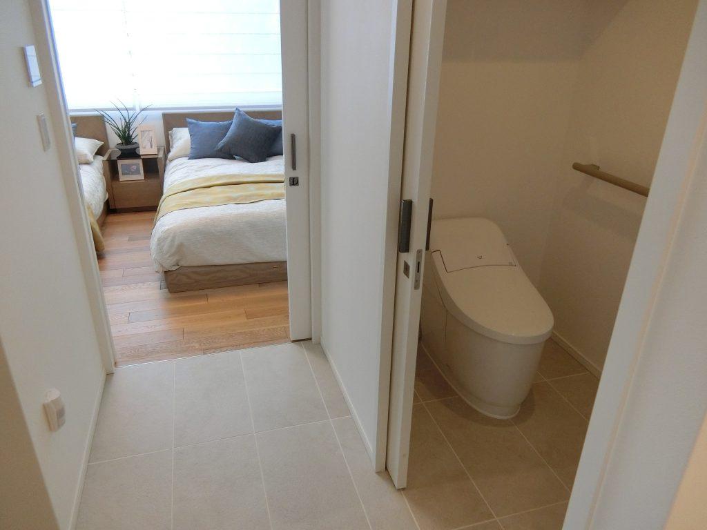 「パークウェルステイト浜田山」の個室のトイレ