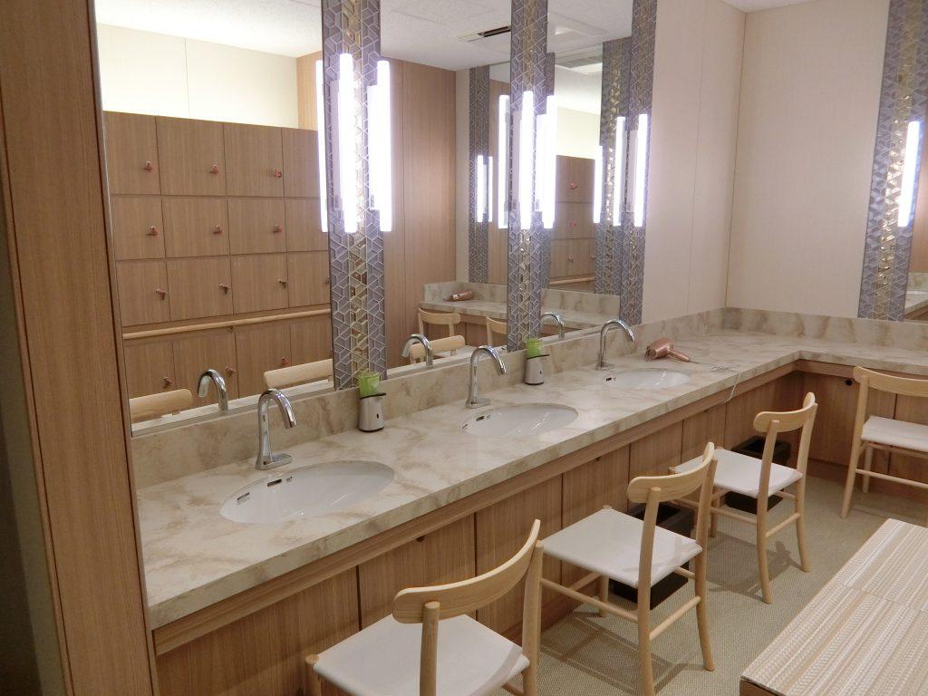 「パークウェルステイト浜田山」の浴室の化粧台
