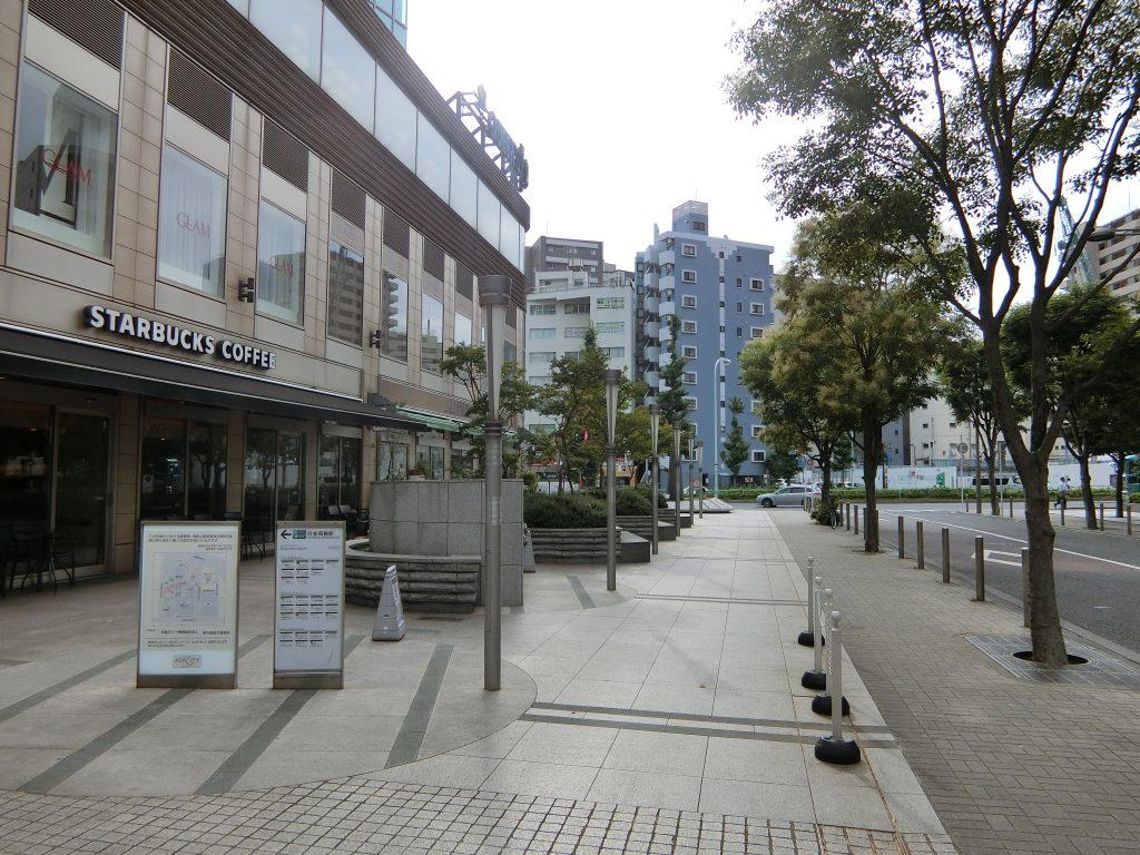 「白金高輪」駅前