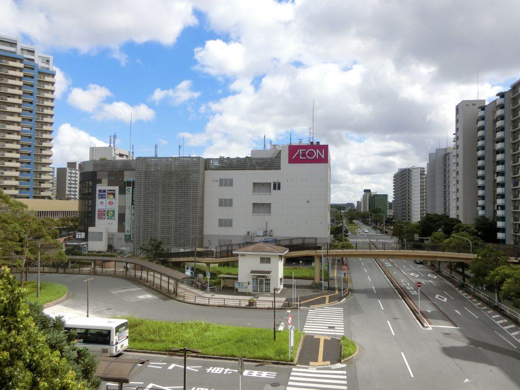 「検見川浜」駅の北口側駅前。
