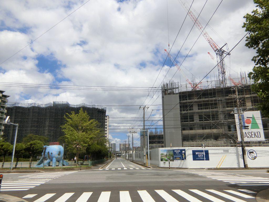 「ミハマシティ検見川浜Ⅰ街区」(右)の現地