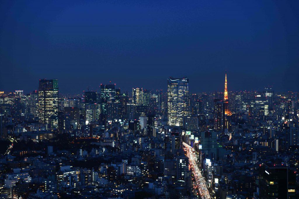 「渋谷スクランブルスクエア第I期(東棟)SHIBUYA SKY 屋上からの眺望(六本木方面・夜)」提供元:渋谷スクランブルスクエア