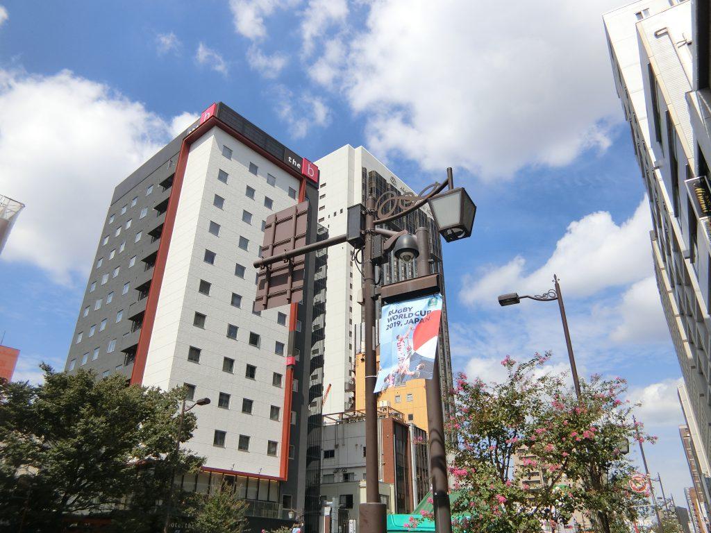 国際通りの街並み。浅草ビューホテルの並びにもホテルがオープン