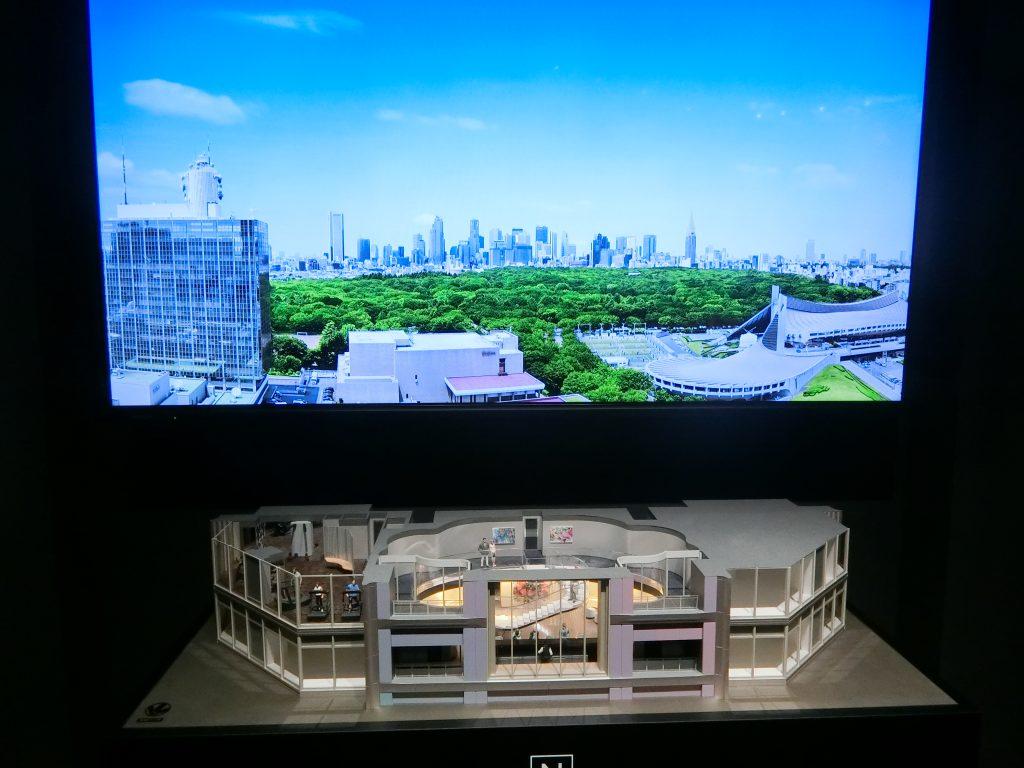 「パークコート渋谷ザ タワー」のパークビューラウンジなどの完成予想模型とプレゼンテーション