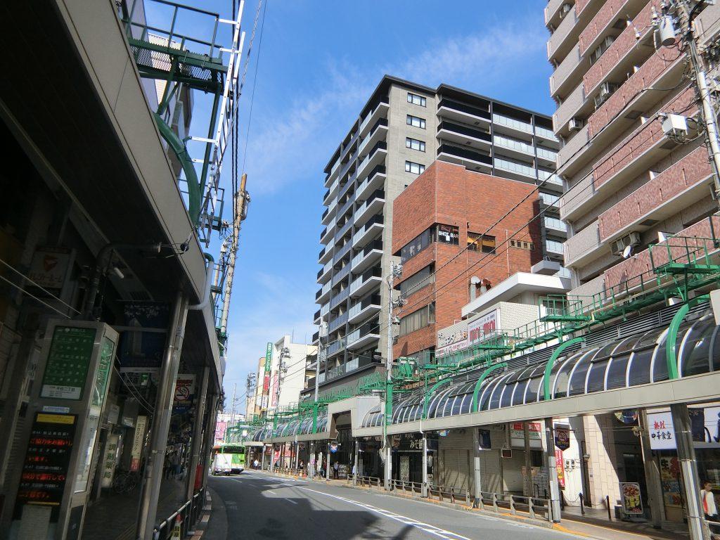 「北千住」駅前の商店街