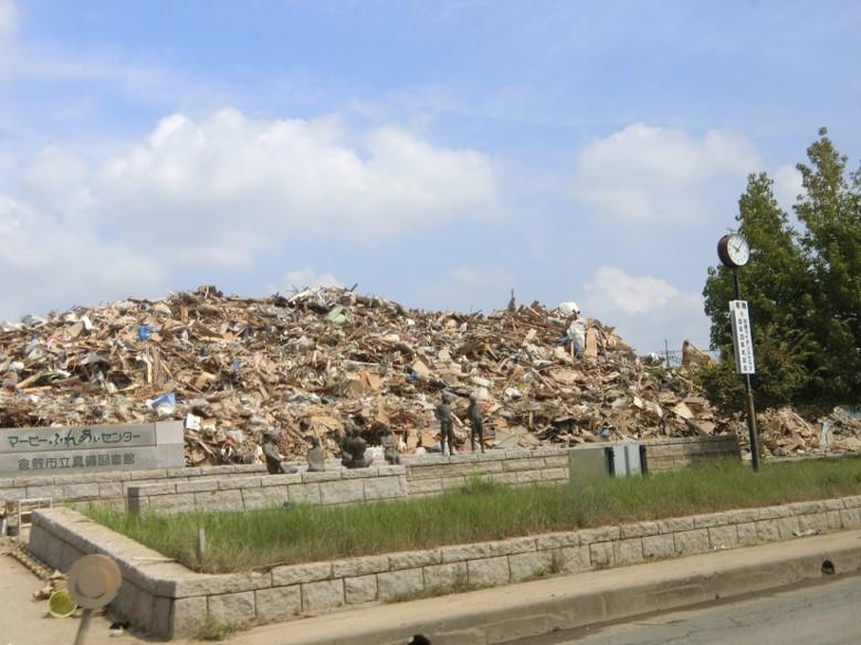 浸水被害にあった真備町の廃棄物の保管の様子