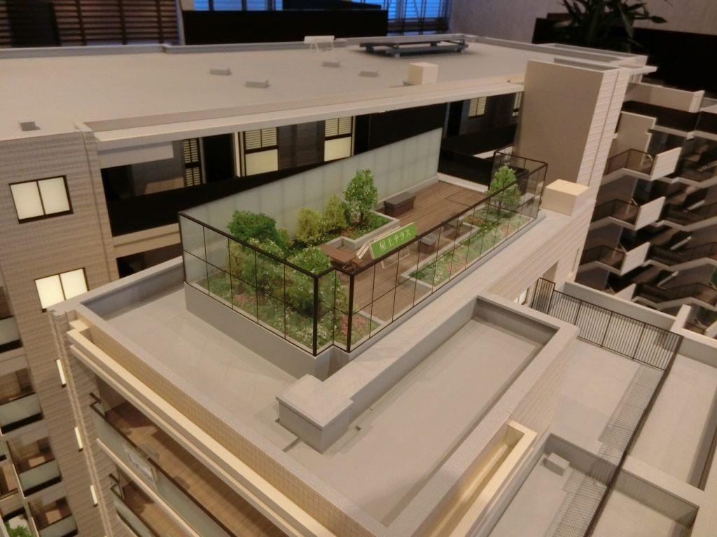 「プラウド中野島」の完成予想模型の屋上テラス