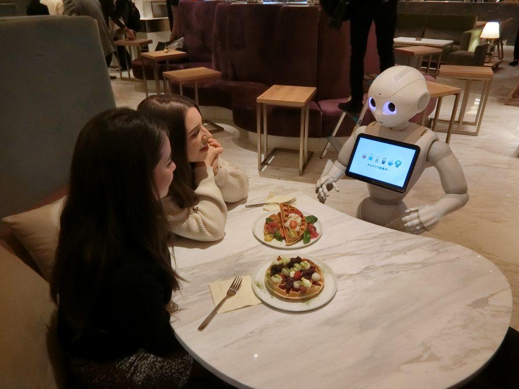 ロボットとのコミュニケーションを楽しむ