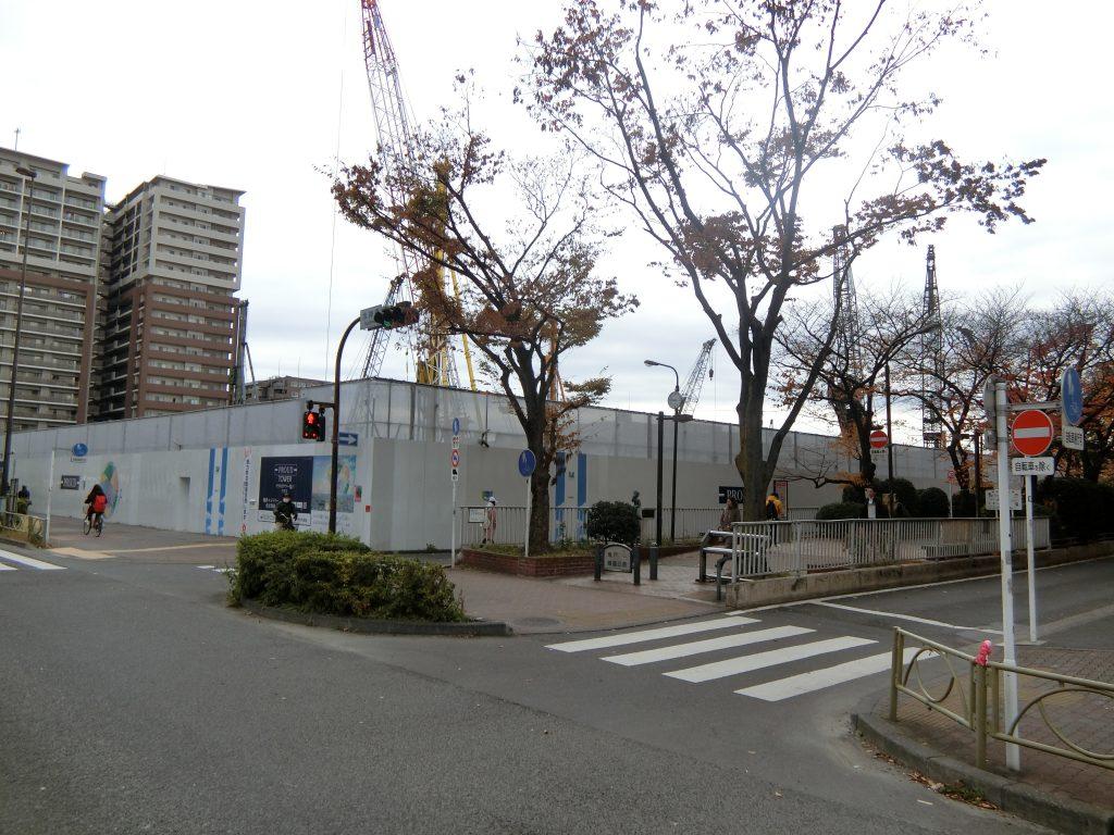 京葉道路側から見た「プラウドタワー亀戸クロス」の建設地