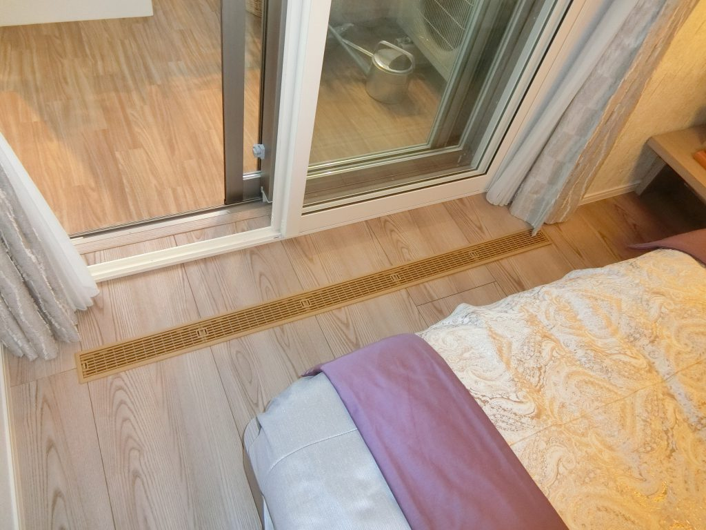 「プラウドタワー亀戸クロス」のモデルルーム(74.56平米)の通気口