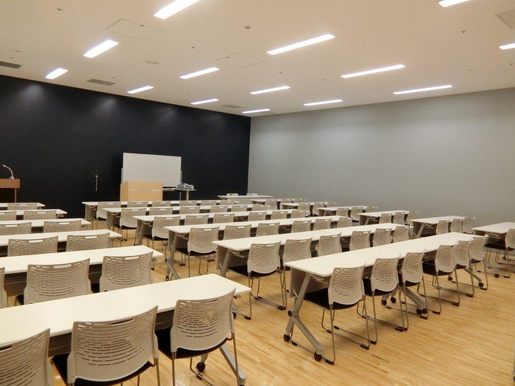 「コモレ四谷」の地下の会議室(2020年2月撮影)