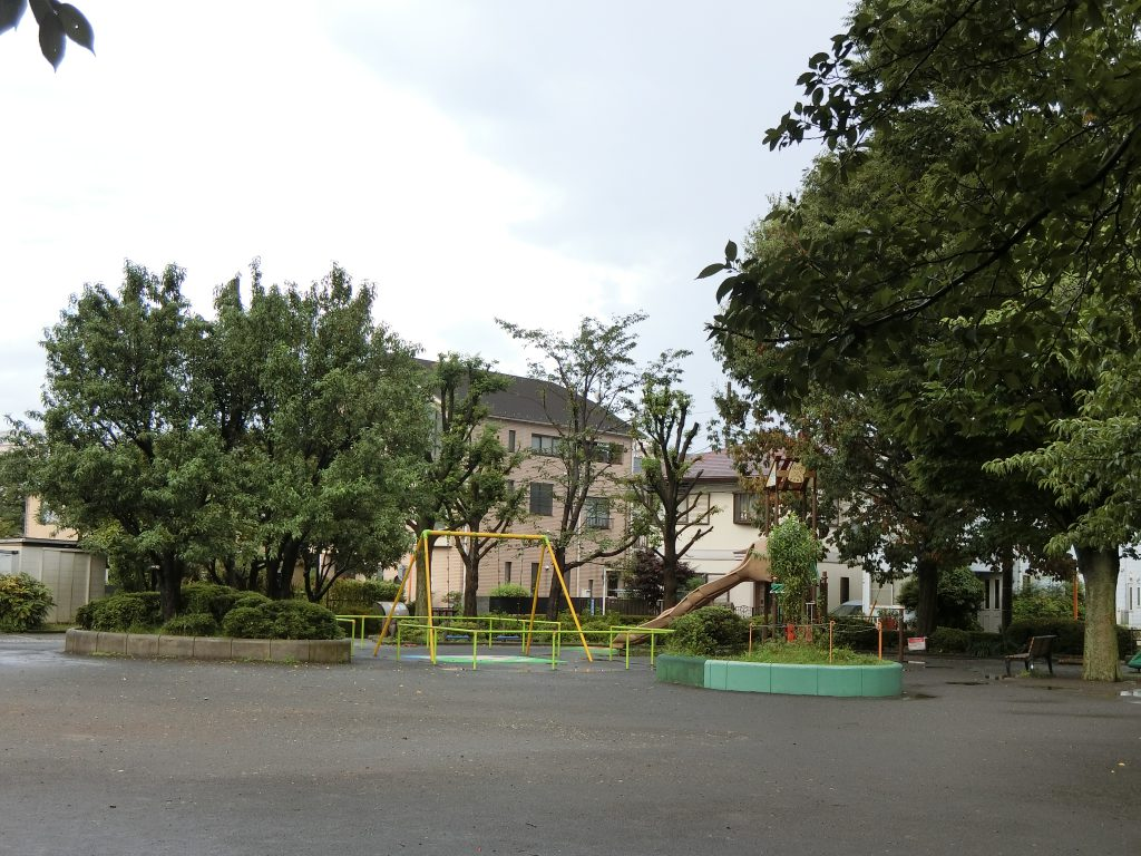 「瀬谷」駅北口の公園
