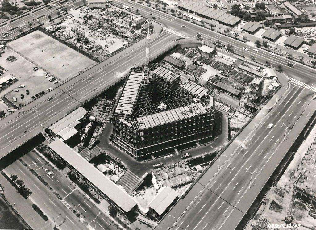 建設中の「新宿住友ビル」