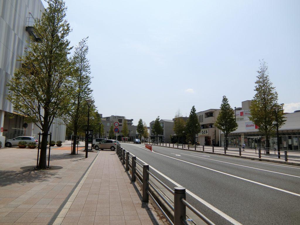 「海老名」駅西口の整備された街路「エビーロード」