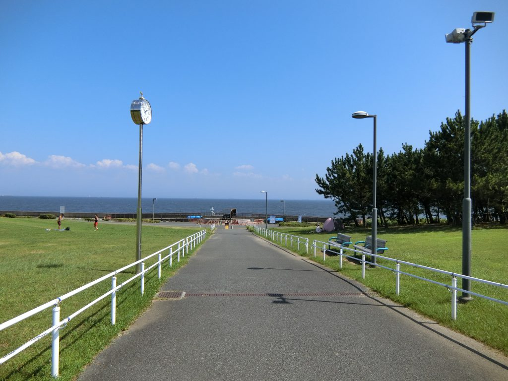 総合公園の先には、海が広がる