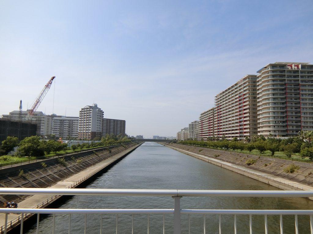 「ザ・パークハウス 新浦安マリンヴィラ」(左)の建設地