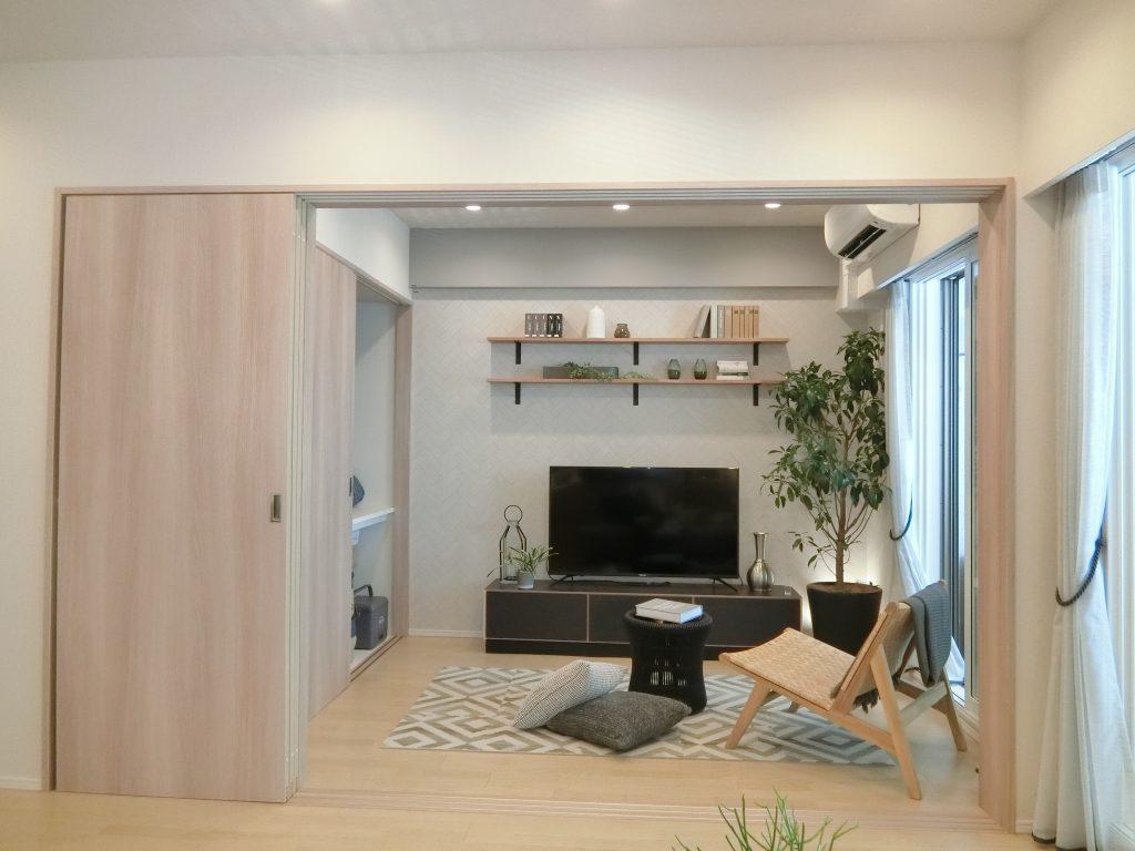 「オーベルグランディオ平井」 のモデルルームの洋室