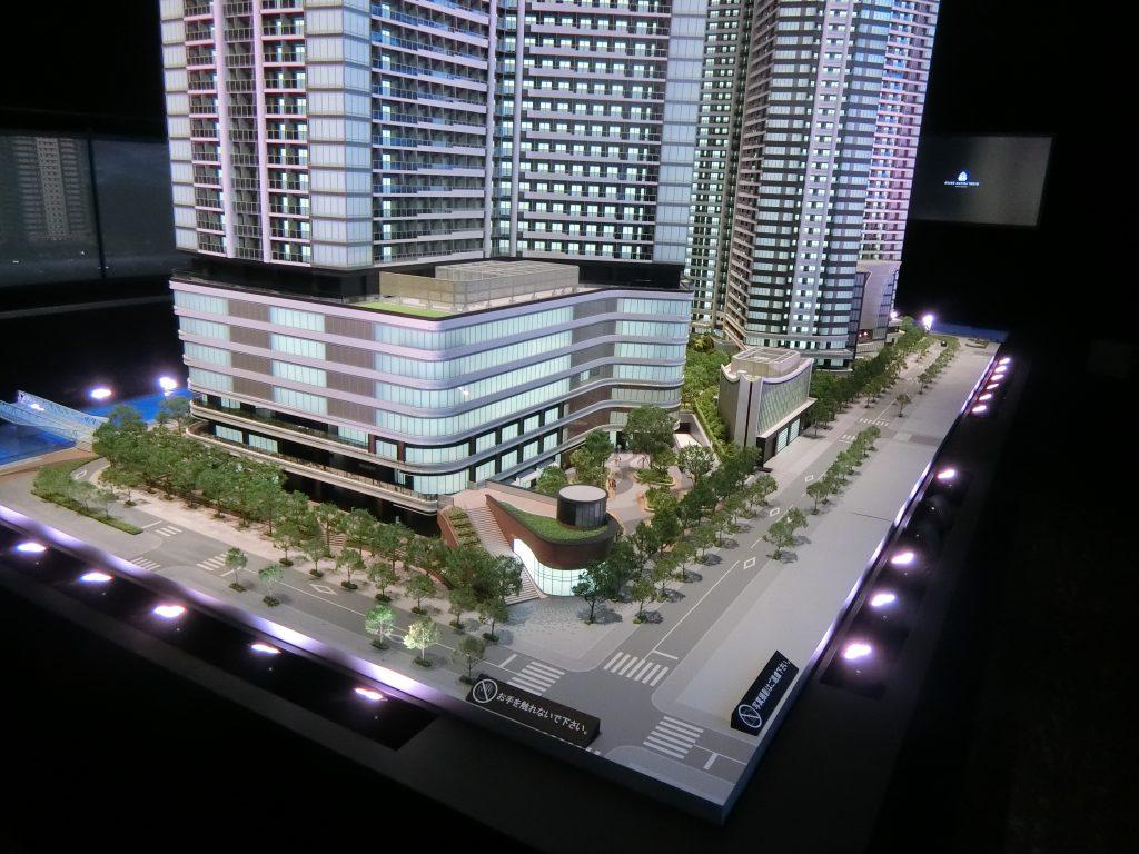 「パークタワー勝どきミッド/サウス」の完成予想模型 ミッドのエントランス側