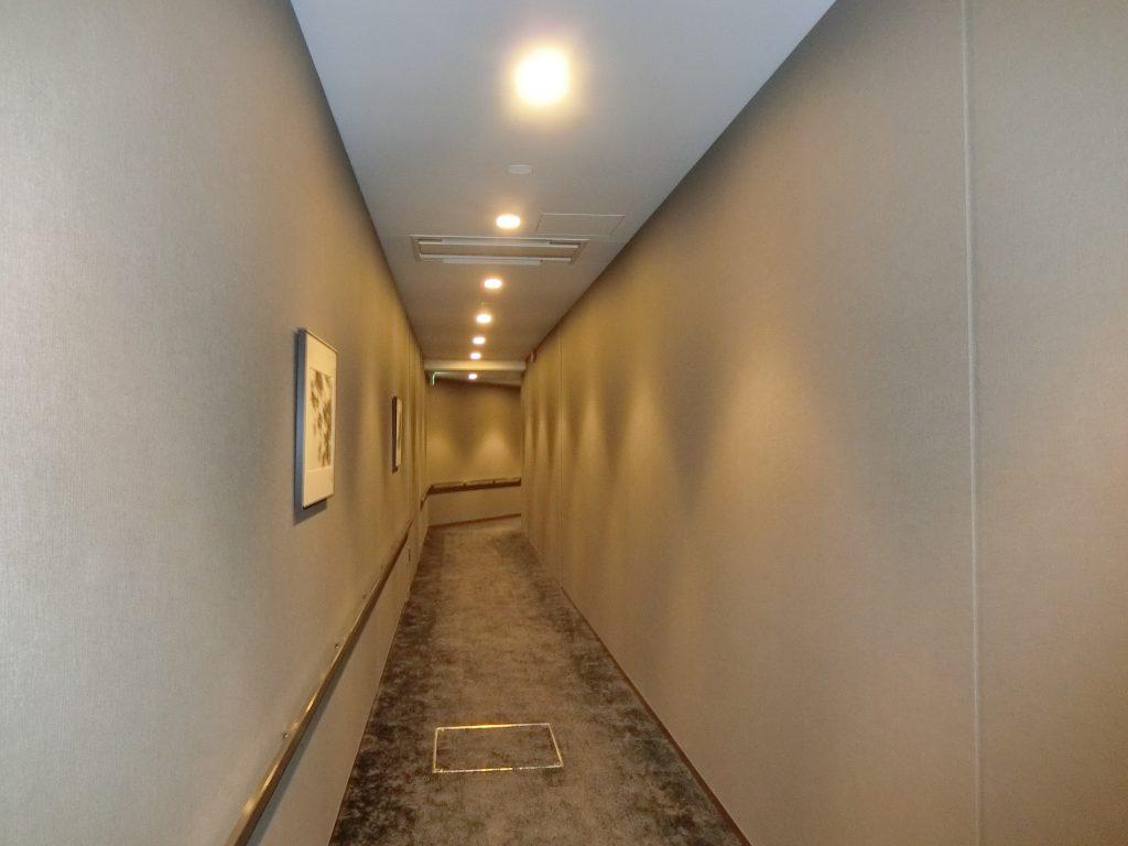 地下の駐車場へのアプローチ