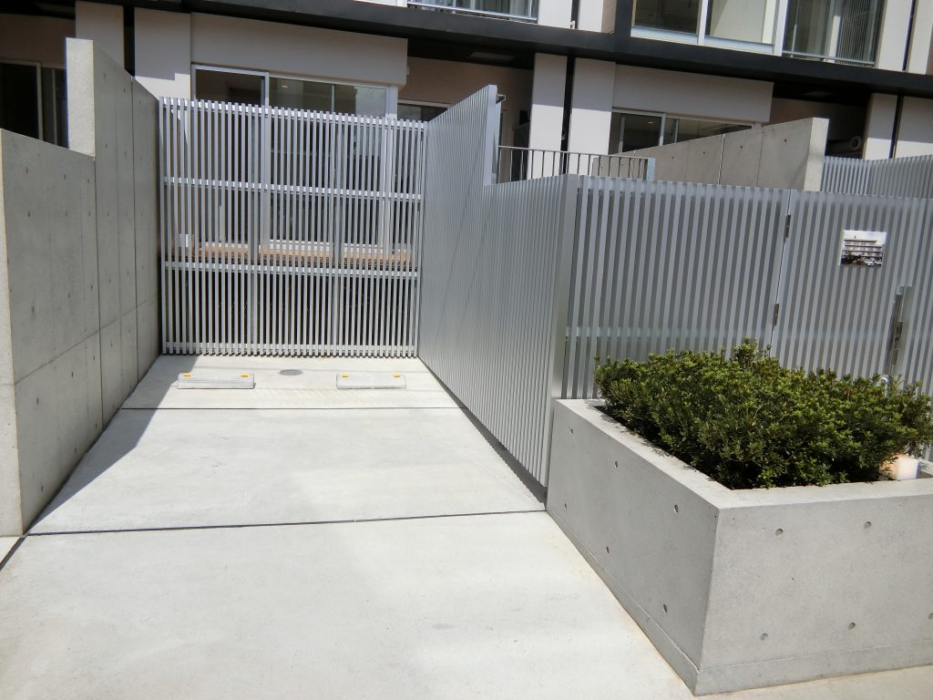 「ヴァロータ氷川台」の1階住戸の専用駐車場