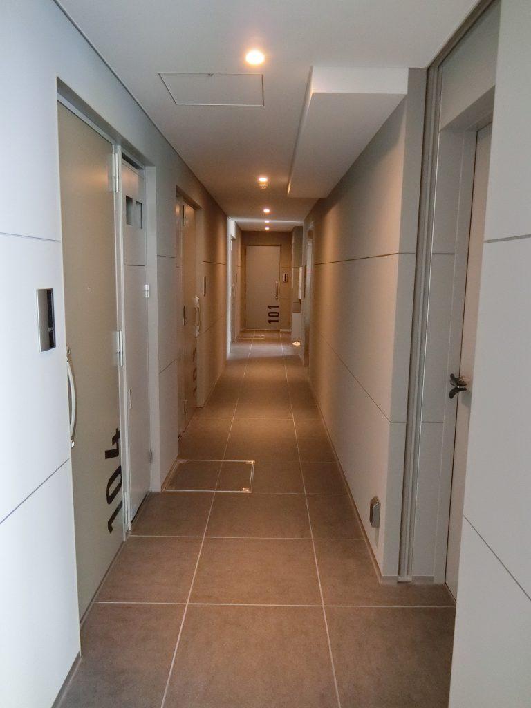 「ヴァロータ氷川台」の内廊下
