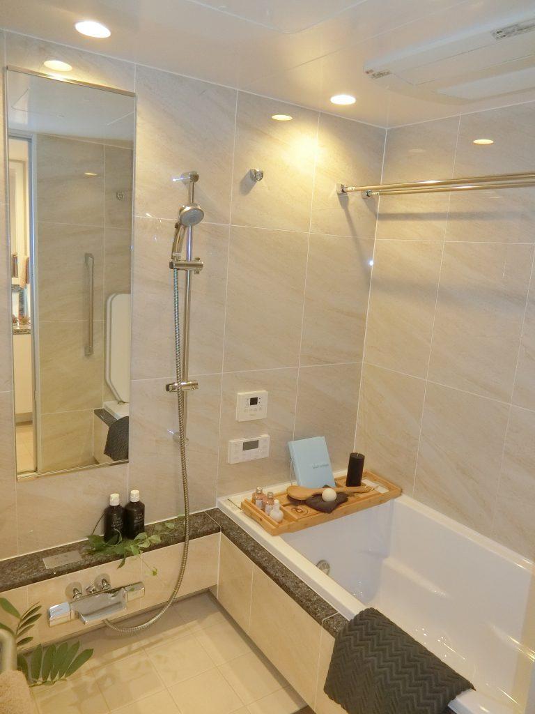 「ザ・レジデンス四谷アベニュー」のモデルルームの浴室