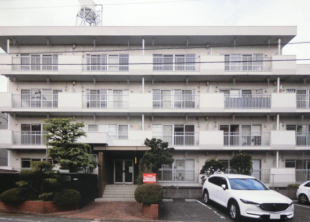 従前の1976年築の賃貸レジデンスの外観写真