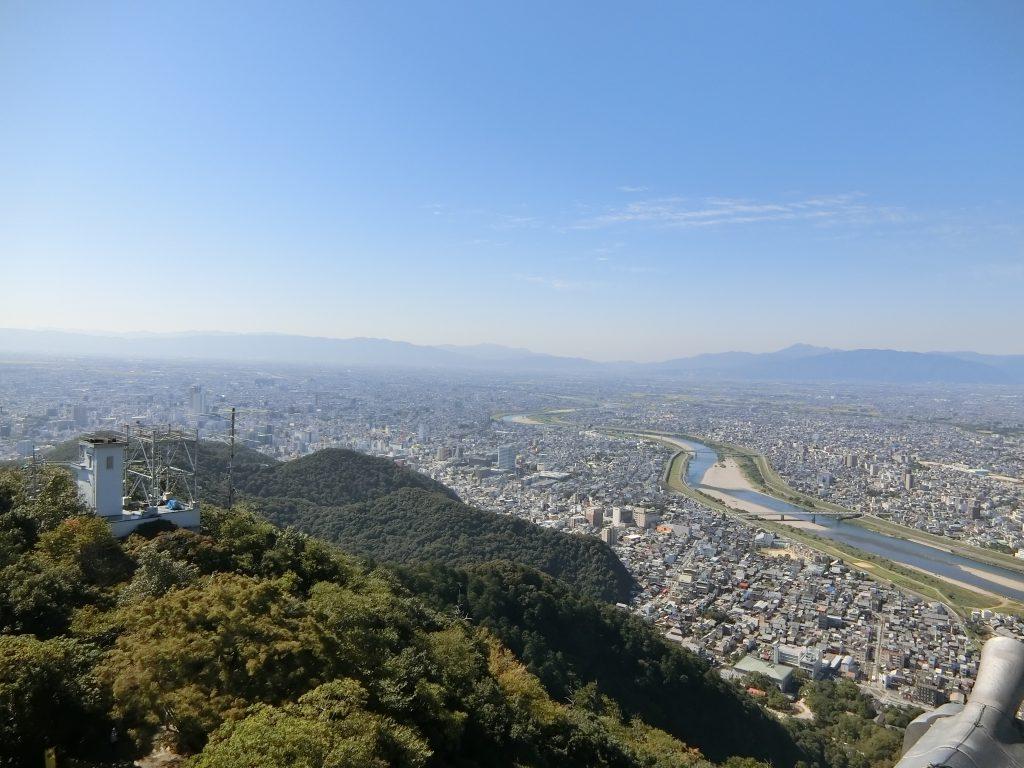 岐阜城から見た長良川と岐阜市街地