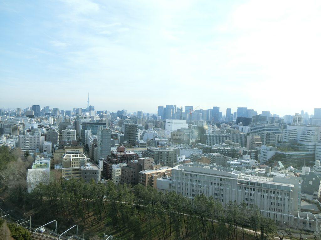 「コモレ四谷」上層階オフィスから番町エリア方面を望む(2020年2月撮影)