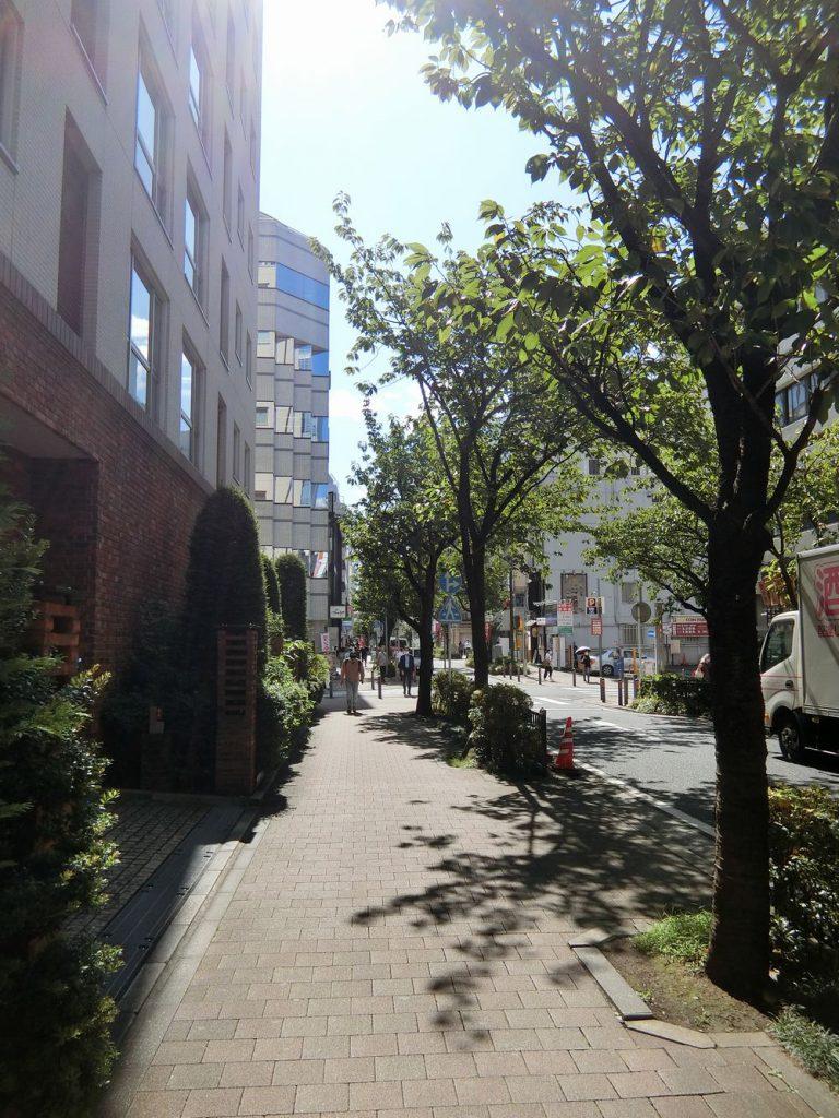 関内駅近くの街路