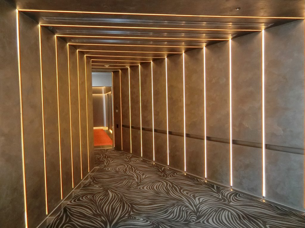 「パークコート渋谷 ザ タワー」のエレベーターホールへのアプローチ