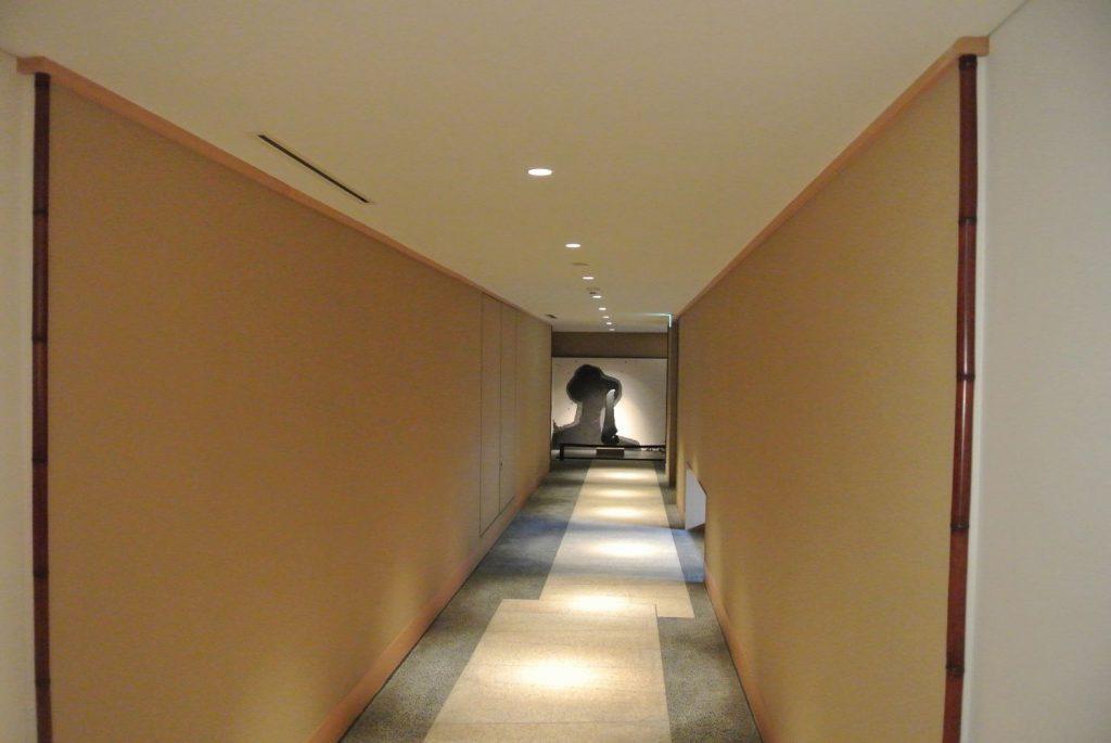 「ザ・パークハウス 京都鴨川御所東」の共用廊下