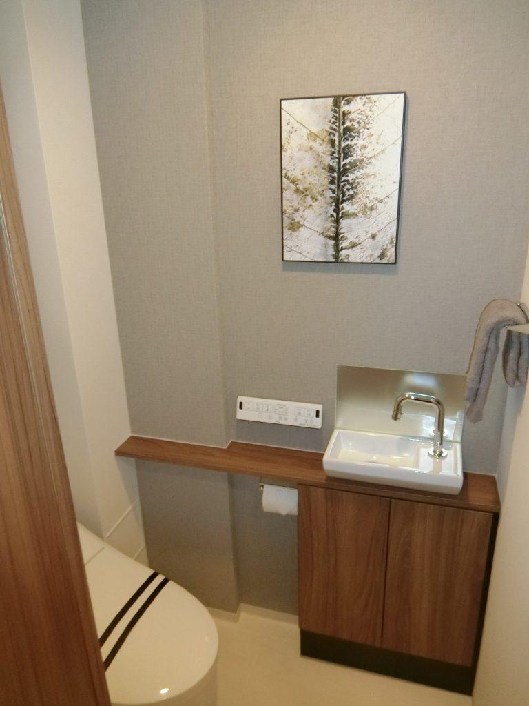 「ASUKAYAMA RESIDENCE」のモデルルームのトイレ