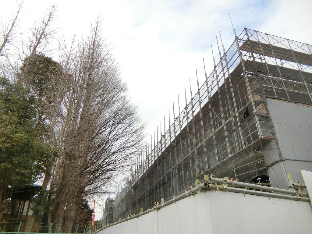 七社神社に隣接する「ASUKAYAMA RESIDENCE」の建設地