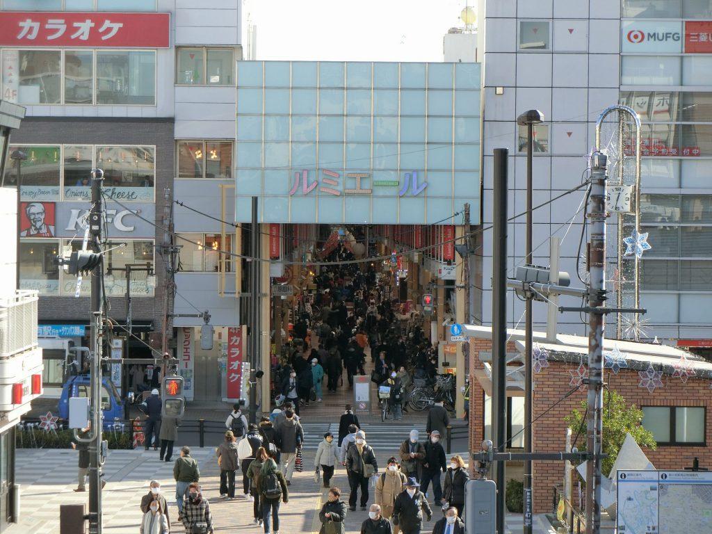新小岩駅前とルミエール商店街