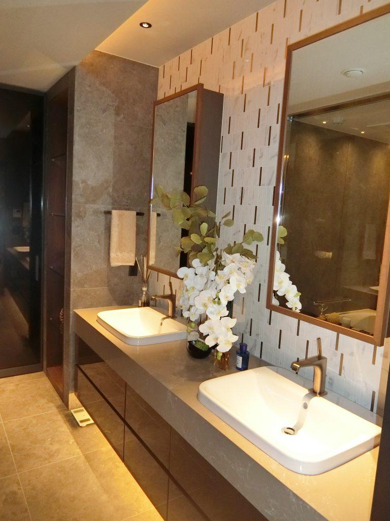 「NAGOYA the TOWER」のモデルルーム (T1-3タイプ 150.33㎡)の洗面室
