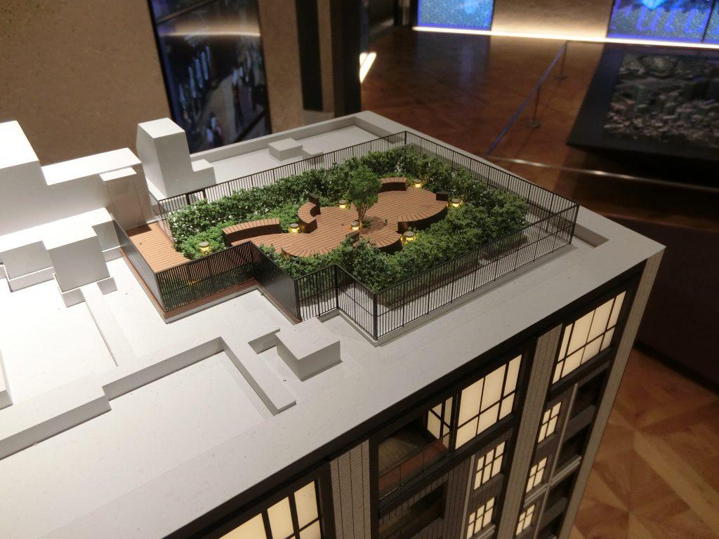 「パークホームズ日本橋時の鐘通り」の完成予想模型のスカイテラス