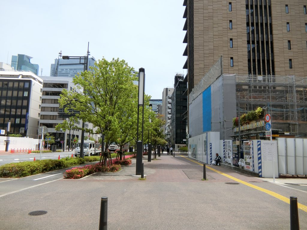 新虎通り沿いの「プラウド新虎通り」の建設地
