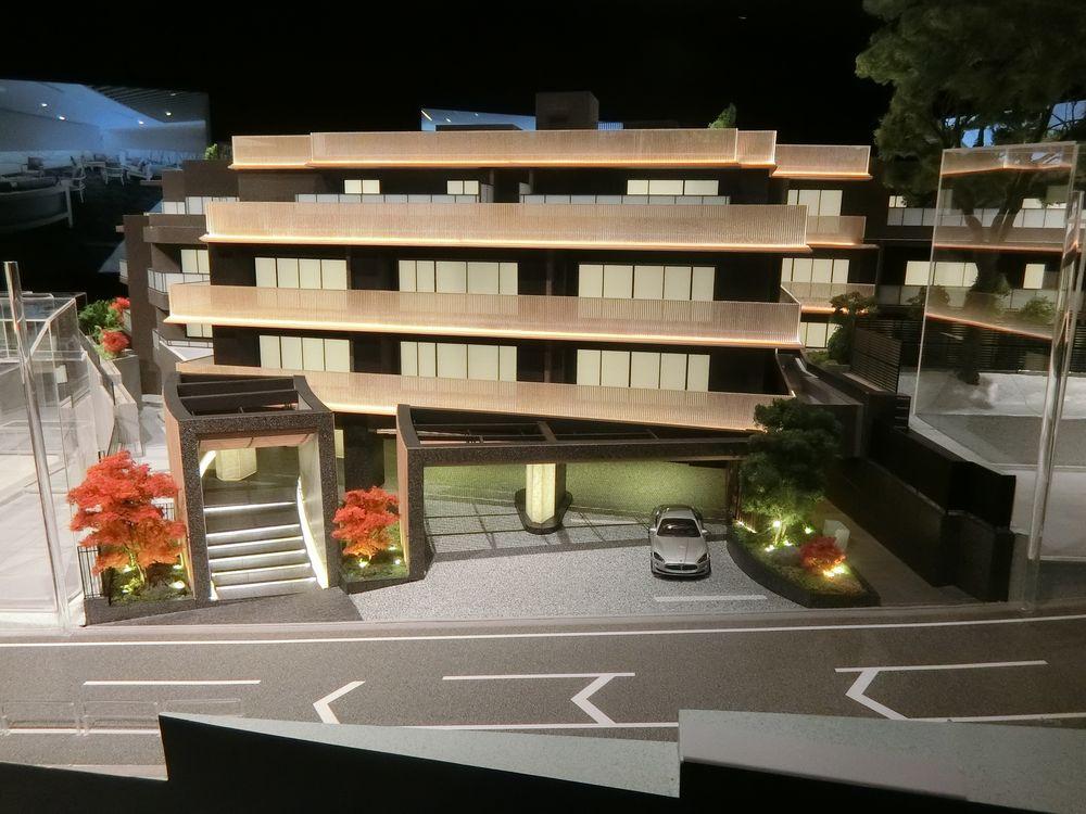 「ザ・パークハウス グラン 神山町」の完成予想模型のエントランス